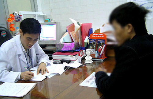 """30% đàn ông Việt trong cảnh """"chưa đến chợ đã hết tiền"""""""