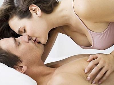 II.Hướng dẫn sử dụng Dầu Bôi Trơn Massage LiYoni. Cho một lượng dầu vừa đủ vào lòng bàn tay xoa đều kết hợp kỹ thuật massage đến các vị trí ưa thích như: VÙNG CỔ - VÙNG BỤNG - VÙNG NHẠY CẢM,...từ 30-40 phút hoặc hơn nữa để có Cảm Xúc Khơi Gợi Dâng Trào!